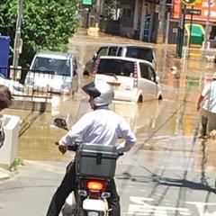 ライブカメラ】榎川氾濫は龍仙寺前の流木堰き止めが原因か みくまり峡 ...