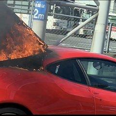 画像 : 三号線黒崎筒井の交差点でフェラーリ炎上して通行止め ...