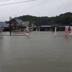 【大雨】佐賀県武雄市・嬉野市に特別警報 六角川・塩田川が氾濫「嬉野温泉に泊まってて 激しい雨と横の塩田川が氾濫の危険〜 怖すぎて寝れない😰」